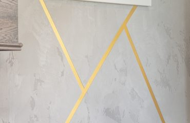 gold stripes and gray wallpaper luxury wall finish in living room